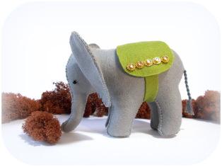 Elefant aus Wollfilz genäht