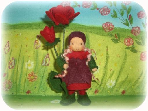 Blumenkind für den Jahreszeitentisch Rose