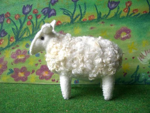 Schaf aus Filz, Filztier