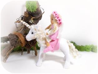 Elfe mit Einhorn
