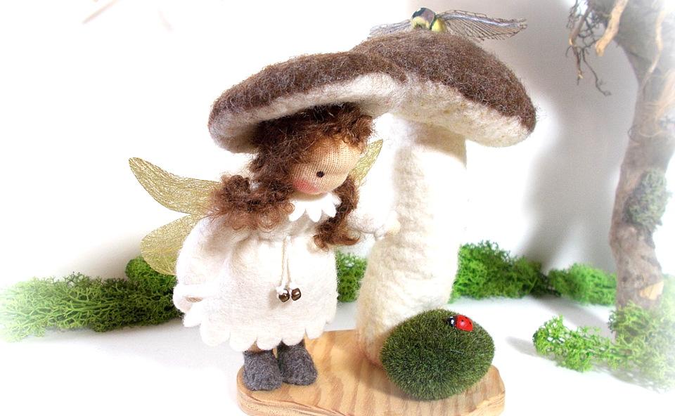 Elfe mit Pilz, Künstlerpuppe Märchenfiguren